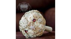 A csokor ára: Alapcsokor I.: 19.000 Ft + brossok.Arany és fehér rózsák adják a…