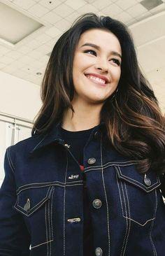 - save your breath - you name it - sunday - Super gorgeous Liza Soberano Beautiful Asian Girls, Most Beautiful Women, Beautiful People, Liza Soberano Wallpaper, Brunette Beauty, Hair Beauty, Lisa Soberano, Winter Typ, Filipina Beauty