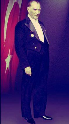 Bu, insanlığa denenmiş bir felsefe örneği olarak sunulabilir. Atatürk yüz yıllara sığabilecek işleri on yılda tamamladı.  Gerrad Tongas(Yazar)
