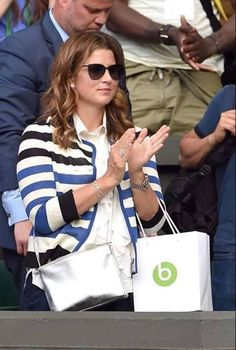 """The """"Suits"""" actress and girlfriend to Prince Harry paired her white poplin shirt with a pair of ripped blue jeans and an oversized, tan bag. Meghan Markle, Mirka Federer, Suits Actress, Tennis Photos, Perfect Husband, Aritzia Dress, Ford, Tan Bag, Glamour"""