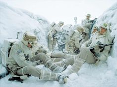 humanoidhistory:A rare color photo of German troops during the Slege of Leningrad in the winter of 1942-43.(Bundesarchiv.de)