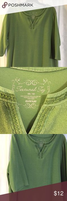 Fun green sweat shirt This awesome green sweat shirt is fantastic for those cool summer evenings! This shirt as 3/4 length sleeves, it's from the Avenue and is marked a size 30/32, but feels more like 26/28 this shirt is well loved and cared for. Smoke free home. Avenue Tops Sweatshirts & Hoodies