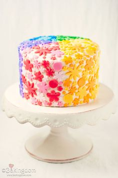 How cute is this rainbow cake?