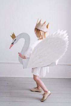 Mer Mag: DIY Swan Costume