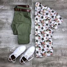 visit our website for the latest men's fashion trends products and tips . Men Fashion Show, Suit Fashion, Fashion Outfits, Fashion 2020, Fashion Trends, Best Smart Casual Outfits, Mens Printed Shirts, Herren Outfit, Outfit Grid