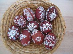 Kraslice ( cibulové ) Egg Art, Bunt, Easter Eggs, Cookies, Desserts, Patterns, Food, Stones, Presents