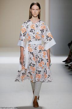Victoria Beckham spring/summer 2017 collection - New York fashion week. #runway #nyfw #victoriabeckham #fabfashionfix