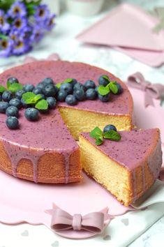 """La """"hot milk sponge cake"""" è una torta famosissima sul web, ogni blog di cucina che si rispetti include la propria versione e tutti color..."""