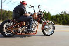 Off to work - kickstart your day! Custom Choppers, Custom Harleys, Custom Bikes, Jesse James Motorcycles, Cool Motorcycles, Chopper Motorcycle, Bobber Chopper, Harley Davidson, Old School Chopper