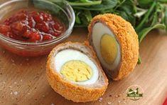 Recept - Prepeličie škótske vajcia Ingrediencie:      12 prepeličich vajec     300 g bravčového mäsa     1 lyžička tymiánových listov     100 g strúhanky     1 slepačie vajce     ¼ čajovej lyžičky soľi     ¼ čajovej lyžičky korenia     rastlinný olej na vyprážanie