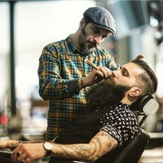Our 1893 Shave Oil is perfect t for lining around the neck and beard! having his regular beard trim at here, good MAN! Beards And Mustaches, Moustaches, Great Beards, Awesome Beards, Best Beard Styles, Hair And Beard Styles, Hairy Men, Bearded Men, Barba Grande