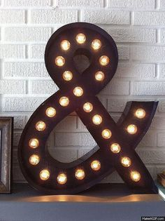 cheap DIY gifts for men | easy DIY lighting ideas | ampersand DIY marquee light | DIY projects & crafts by DIY JOY