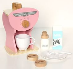 NEW KIDS CHILDRENS PINK RETRO WOODEN TOY PRETEND PLAY KITCHEN COFFEE MACHINE