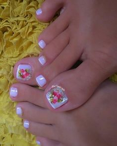 Image may contain: one or more people and closeup Toe Nail Color, Toe Nail Art, Nail Colors, Creative Nail Designs, Toe Nail Designs, Creative Nails, Pretty Toe Nails, Cute Toe Nails, Natural Gel Nails