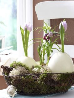 Wie hübsch! Eier-Vasen machen sich toll auf jedem Tisch.