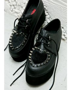 OMGudnass!  I use to have a pair of these but they were black and white on the top and I LOVED THEM!