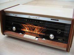 Philips Bi-Amply radio