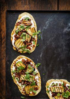 Flatbread | K-ruoka  Paista flatbread parilapannulla tai grillissä ja täytä haluamillasi täytteillä. #grillaus Street Food, Vegetable Pizza, Menu, Vegan, Drink, Vegetables, Menu Board Design, Beverage, Vegetable Recipes