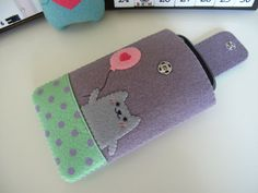 iphone case Key Covers, Phone Covers, Kawaii Phone Case, Diy Tech, Tablets, Felt Art, Felt Crafts, Ipad Case, Sewing Projects