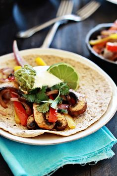 Vegetarian Portabella Mushroom Fajitas - Perfect for Meatless Monday or a Vegetarian Super Bowl Party Fajitas Vegetarianas, Vegan Fajitas, Vegetarian Fajitas, Good Healthy Recipes, Veggie Recipes, Mexican Food Recipes, Whole Food Recipes, Vegetarian Recipes, Cooking Recipes