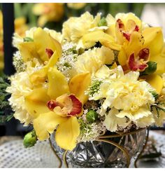 Yellow Carnations, Mini Carnations, White Carnation, Peach Flowers, Cream Flowers, Colorful Flowers, White Flowers, Buy Flowers Online, Flowers For Sale