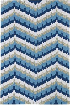 With a classic chevron design, the Kaleen Home & Porch Chevron Indoor/Outdoor Rug is handmade from polypropylene and reflects an active lifestyle.