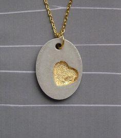 Ketten mittellang - Beton Kette *Goldiges Herz* mit Blattmetall - ein Designerstück von Structallic bei DaWanda