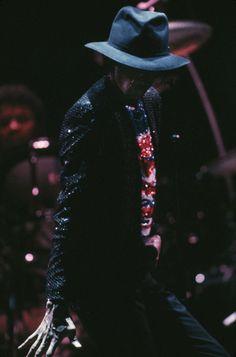 Michael Jackson http://www.vogue.fr/culture/a-ecouter/diaporama/la-playlist-de-poom/13804/image/768671#!michael-jackson