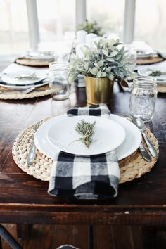 Apr 2018 - One of my favorite things to do during the holiday season is put together pretty tablescapes. This year's modern farmhouse thanksgiving tablescape. Farmhouse Remodel, Farmhouse Style Kitchen, Farmhouse Decor, Farmhouse Ideas, Farmhouse Dinning Room Table, Modern Farmhouse Table, Modern Farmhouse Interiors, Dining Room Table Decor, Kitchens