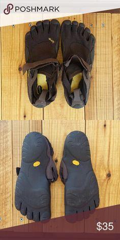 6dc2fb4e3587 VIBRAM FIVEFINGER SHOES  brown fivefingers shoes  size 42 men s (also  suited for women