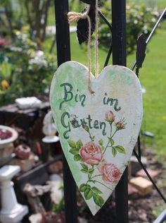 Türschild Bin im Garten Holz Herz von danisart auf DaWanda.com