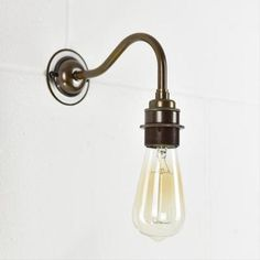 The Chartham Swan Neck Wall Light is a beautifully simple light to add a vintage yet industrial finish to any room. Perfect as a single wall light, as a pair or even along a hallway, in a kitchen or beside the bed.