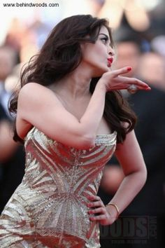 Aishwarya Rai & Amber Heard Make First Cannes 2014 Event Appearance!: Photo Aishwarya Rai hits the red carpet looking gorgeous at the Two Days, One Night premiere during the 2014 Cannes Film Festival on Tuesday (May in Cannes, France. Aishwarya Rai Cannes, Aishwarya Rai Photo, Actress Aishwarya Rai, Aishwarya Rai Bachchan, Bollywood Actress, Bollywood Fashion, Bollywood Stars, Cannes 2014, Cannes Film Festival 2014