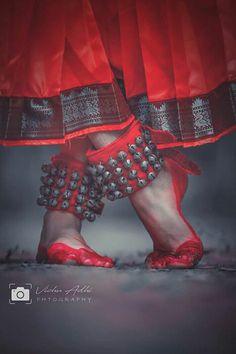 16 New Ideas For Dancing Art Photography Life Dance Paintings, Indian Art Paintings, Isadora Duncan, Kathak Dance, Dancing Drawings, Indian Classical Dance, Indian Photoshoot, India Culture, India Art