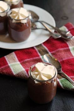Homemade chocolate pudding comes together in just a few minutes. Rich in chocolatey flavor, it makes a deliciously elegant dessert to serve to guests. Milk Recipes, Sweet Recipes, Dessert Recipes, Dessert Ideas, Easy Recipes, Healthy Recipes, Homemade Chocolate Pudding, Chocolate Desserts, Mousse
