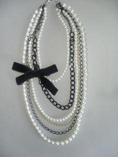 Collar tipo chanel de perlas blancas