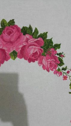 Hand Embroidery, Diy And Crafts, Cross Stitch, Cross Stitch Embroidery, Towels, Stitches, Embroidery Stitches, Table Toppers, Roses
