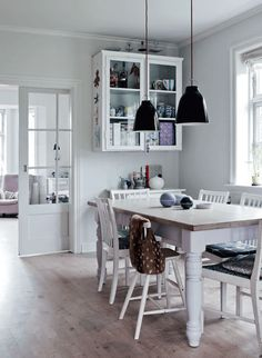 A Danish home with dusty hues and a homespun feel. Peter Kragballe. Boligliv.