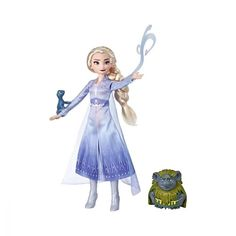 On her epic adventure in Disney's Frozen Elsa meets the Nokk, a mythical water spirit whose strength rivals her own. Kids can recreate scenes from the Disney Frozen 2 movie with this classic Elsa doll and Nokk figure. Elsa Frozen, Frozen Movie, Disney Frozen Elsa, Disney Princess, Heros Disney, Disney Films, Disney Characters, Fictional Characters, Kid Movies