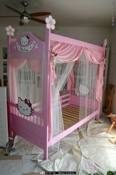 DIY Inspiration: IKEA bunk bed turned to Hello Kitty canopy bed. Hello Kitty Bedroom, Cat Bedroom, Hello Kitty Baby, Girls Bedroom, Bedroom Decor, Bedroom Ideas, Ikea Bunk Bed, Bunk Beds, Canopy Beds