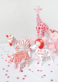 Valentine's Animal Parade | Pinterest: Natalia Escaño #valentinesday