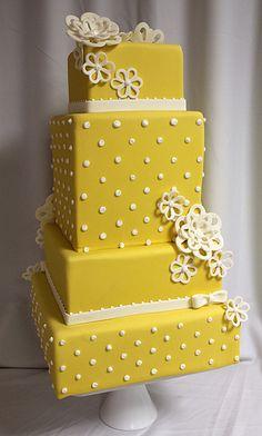 Yellow dot wedding cake med