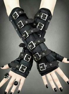 want these with matching boots and belt Armstulpen Handschuhe Gothic Gloves Steampunk Cyber Punk Military Schwarz Gothic Outfits, Emo Outfits, Cute Outfits, Gothic Steampunk, Steampunk Fashion, Steampunk Outfits, Steampunk Halloween, Steampunk Dress, Steampunk Costume