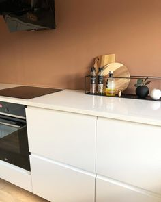 Få inspirasjon fra 10 hjem malt i Jotun Rustikk Terracotta Malta, Terracotta, Dresser, Furniture, Home Decor, Malt Beer, Powder Room, Decoration Home, Room Decor