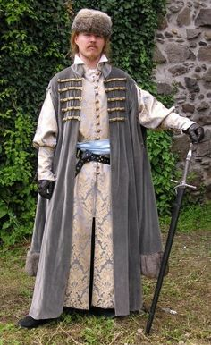 Hungarian clothing       from the beginning of 16th century consists of brocade inner coat (next page) and of velvet fur-trimmed upper coat