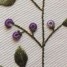 Handmade Embroidery Designs, Hand Embroidery Patterns Flowers, Basic Embroidery Stitches, Embroidery Stitches Tutorial, Embroidery Flowers Pattern, Creative Embroidery, Learn Embroidery, Brazilian Embroidery, Crochet