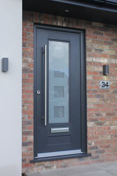 This Anthracite Grey Vogue Rockdoor fitted with Cube design glass was finished perfectly with the Bar handle  #Rockdoor #Vogue #Anthracite #Grey