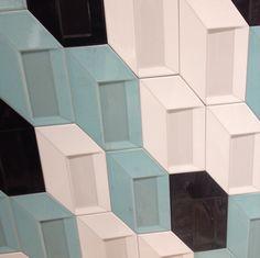 Novedades Cerámica/ Tendencias Cerámica 2016 / Cevimasa 2016: El relieve, una de las nueva tendencias retro, creando formas y gamas de color, de la Marca #cceramicasapari  #Cevimasa2016  #EfectoRetro #DiseñoCeramica #Ceramicacolor #CeramicaDecorativa #Ceramica #CialCeramista Cerámica Ideas, Nintendo Games, Cube, Retro, New Trends, Bathroom Furniture, Shapes, Retro Illustration