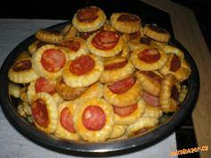 Šunkový závitek v aspiku Ciabatta, A Table, Sausage, Pancakes, French Toast, Pizza, Biscotti, Appetizers, Food And Drink