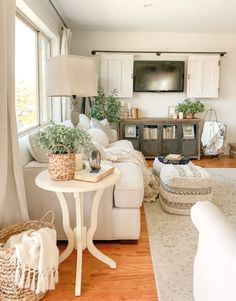 Fabelhaft und frisch bauernhaus diys und ideen der cottage-markt Cottage Interiors, Shabby Chic Interiors, Living Room Inspiration, Home Decor Inspiration, Decor Ideas, Room Ideas, Front Room Furniture Ideas, Front Room Decor, Furniture Sale